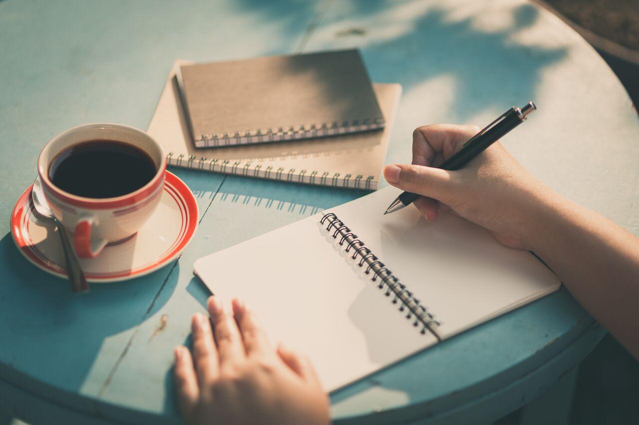 Melepas stress dengan menulis ekspresif, kenapa tidak?