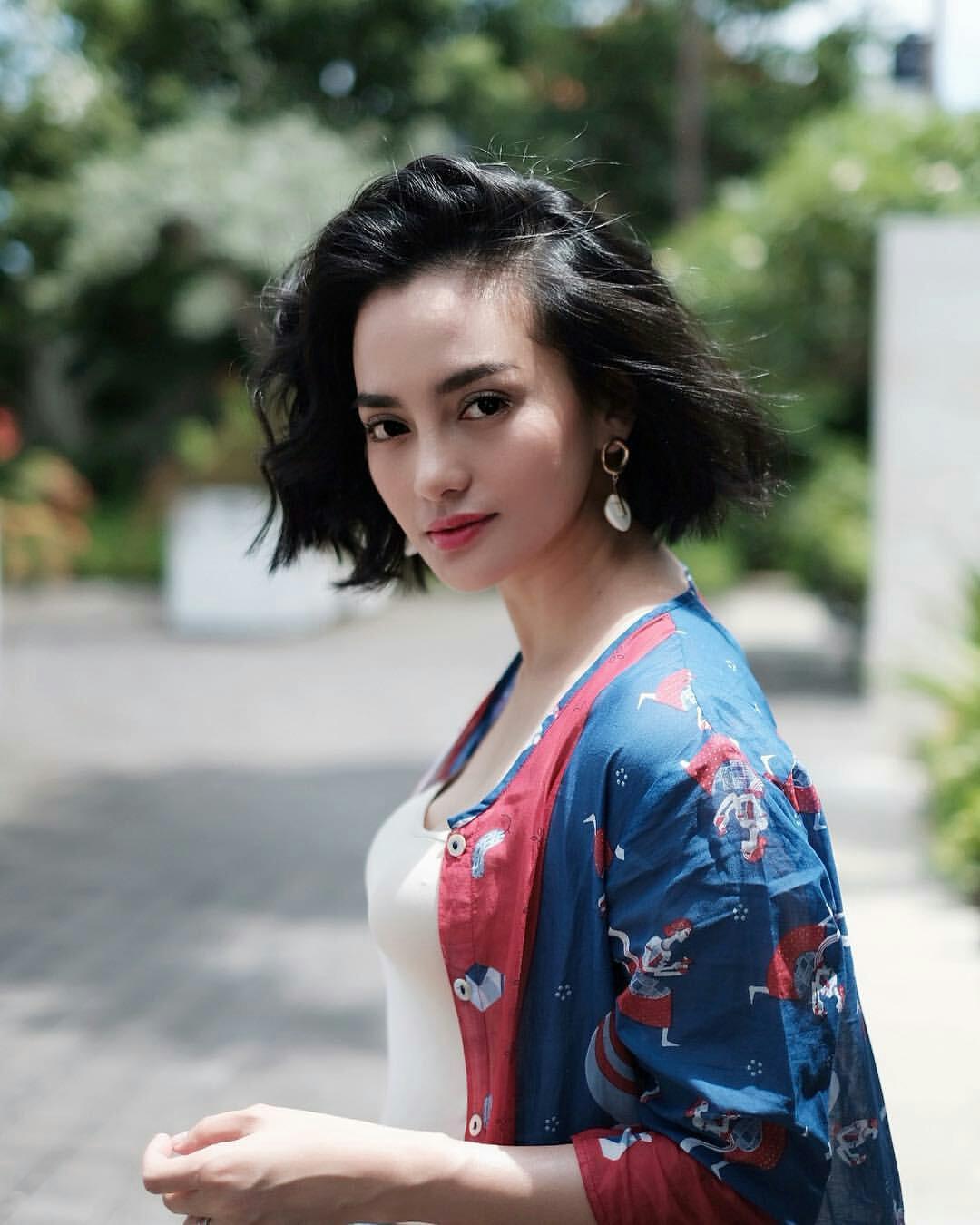 10 Potret Ririn Ekawati berambut pendek, makin fresh & memesona