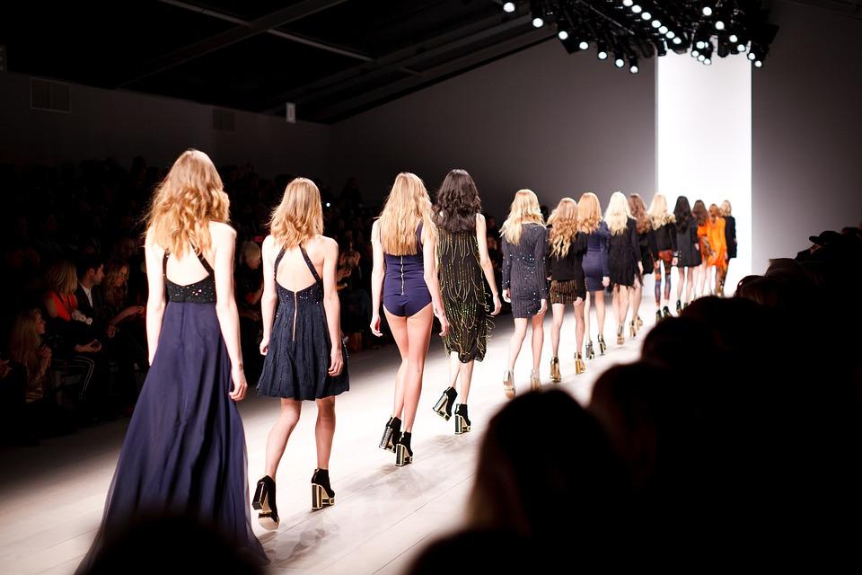 Pro dan kontra model 'terlalu kurus' atau berukuran nol