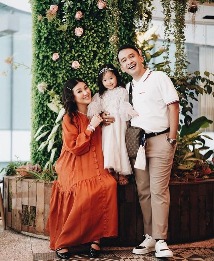 Dikaruniai anak kedua, ini 5 potret bahagia keluarga Ruben Onsu