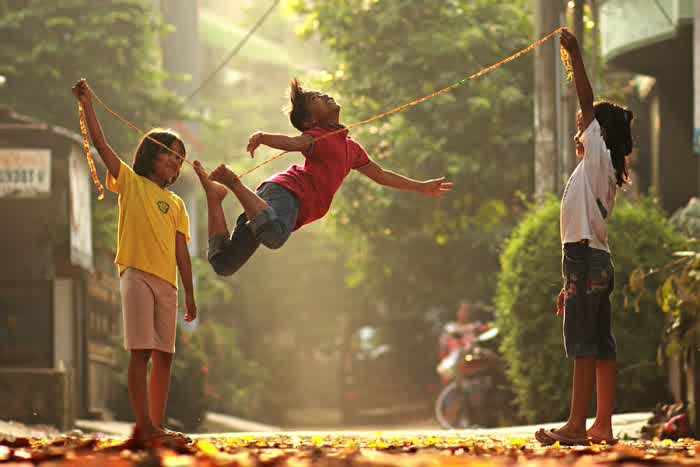 8 Permainan Tradisional Khas Jawa Barat Ini Bikin Kangen Masa Kec