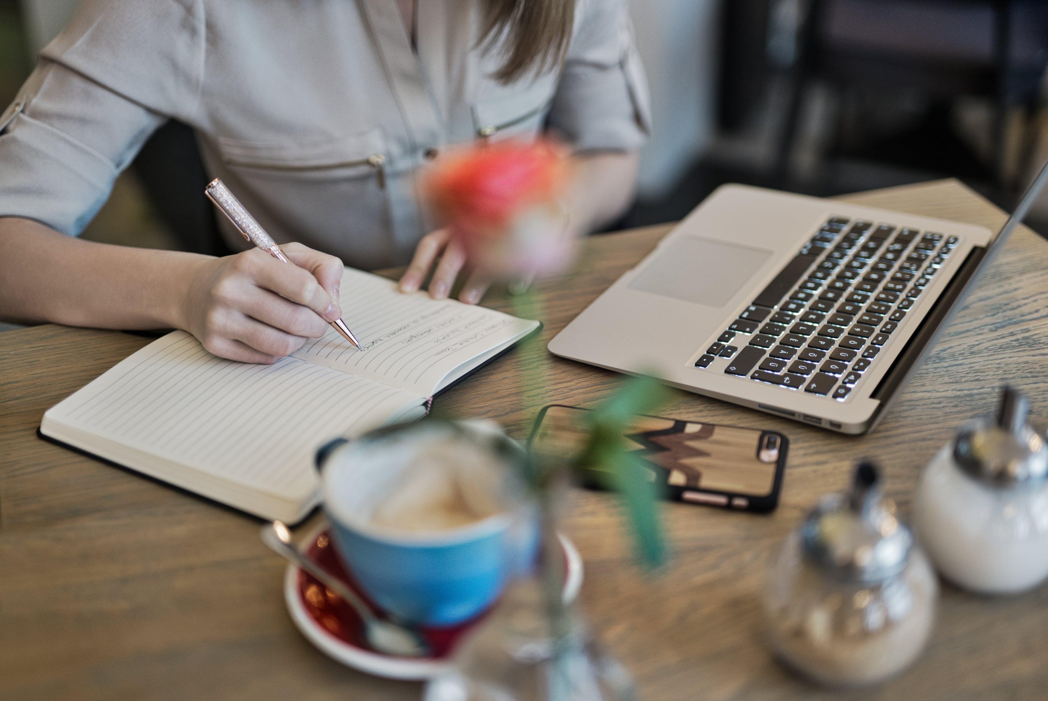 Selain pereda  stres, ini manfaat lain menulis langsung dengan tangan
