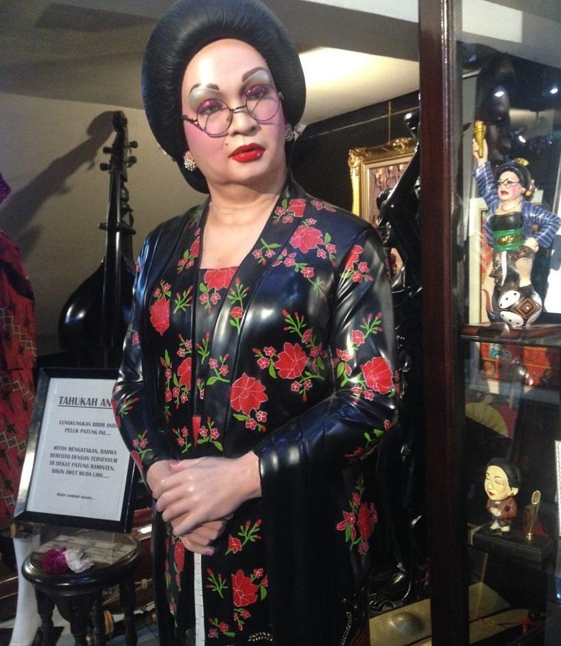 Wisata Jogja: Keseruan Raminten Cabaret Show di Hamzah Batik