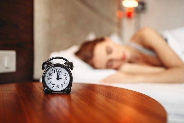 6 Tips ampuh untuk kamu yang susah bangun pagi