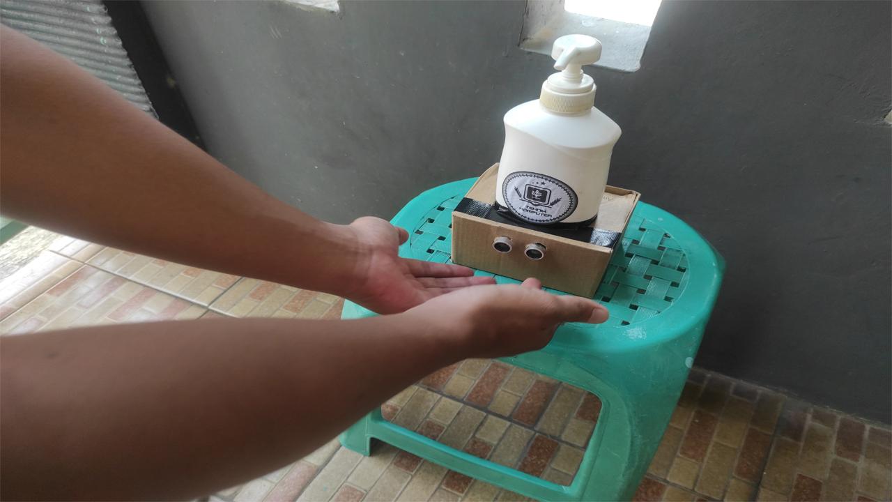 Implementasi sensor ultrasonik pada hand sanitizer di tempat umum