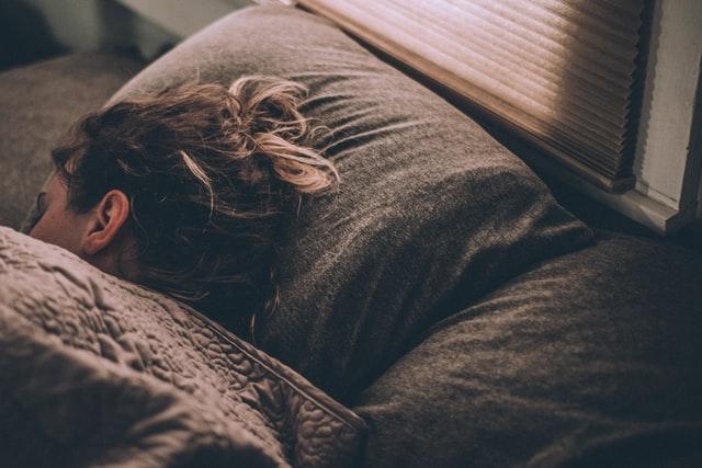 Tidur dan kesehatan mental, ini 4 fakta yang perlu kamu ketahui