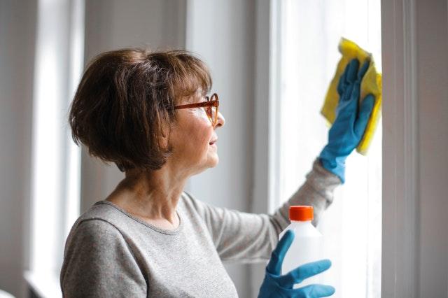 7 Pekerjaan rumah tangga yang bisa kamu lakukan buat bantu orang tuamu