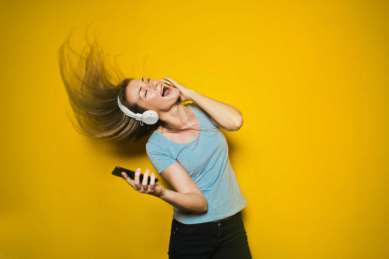 12 Manfaat musik yang bisa menyehatkan fisik dan mental kamu