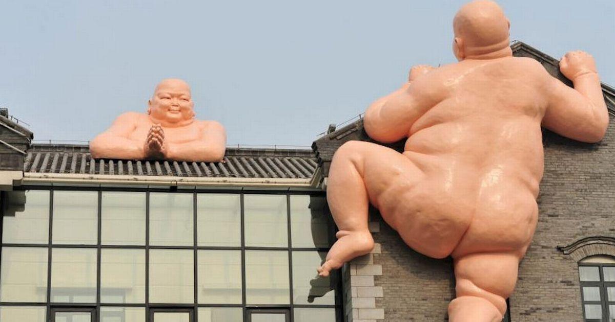 patung aneh 1
