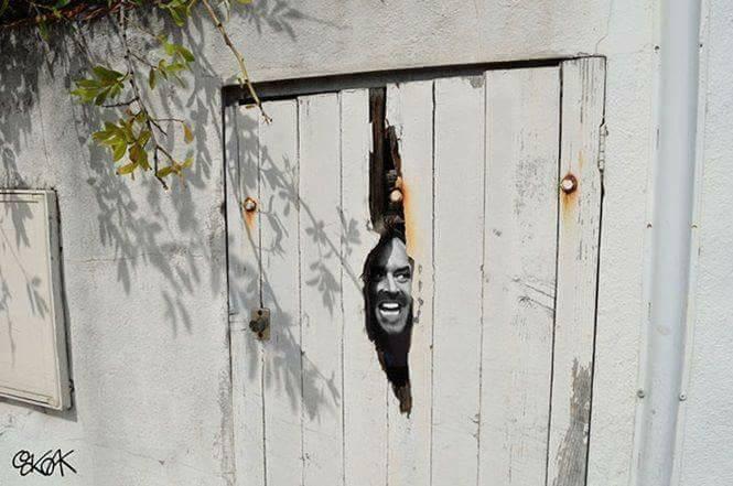 Pintu berlubang