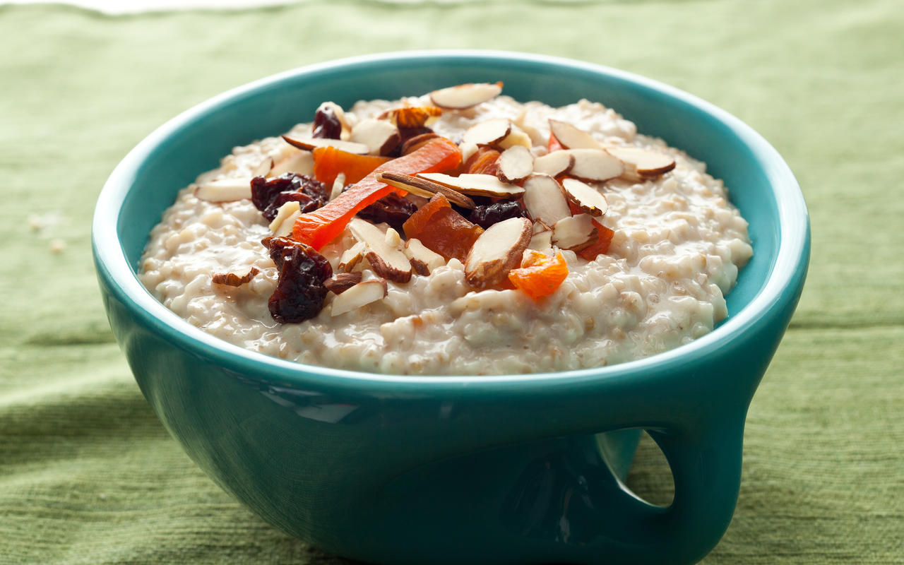 https://www.chowhound.com/recipes/slow-cooker-steel-cut-oatmeal-30656