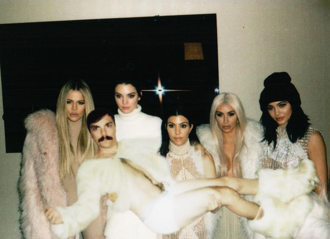 15 Gaya konyol Kirby, saudara kembar Kendall Jenner yang gokil abis