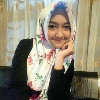 Gaya Anggun 7 Pedangdut Cantik Jawa Timur Saat Berbalut Hijab