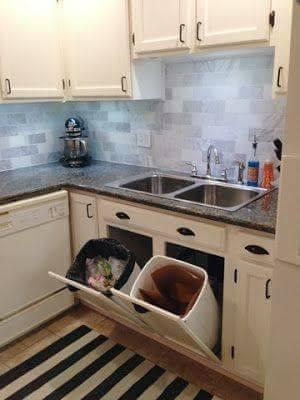 Dibawah tempat cuci piring