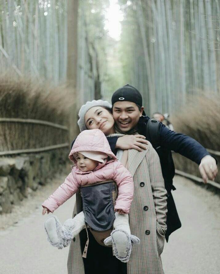 7 Momen bahagia Chelsea Olivia bersama keluarga kecilnya