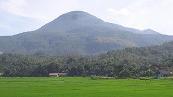 4 Gunung di Jawa Barat ini terdapat makam pada puncaknya