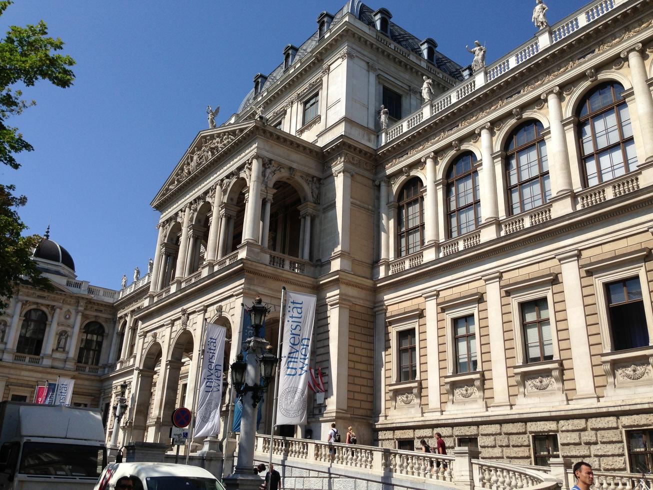 Mengunjungi 7 objek wisata di Wina, Austria dalam sehari, bisa banget!