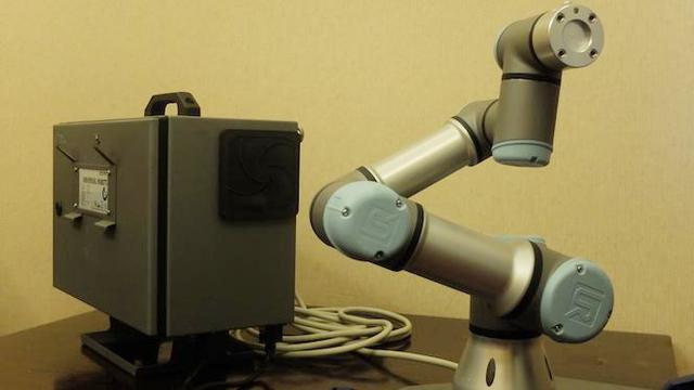Robot buatan Universal Robots, Denmark untuk bidang manufaktur