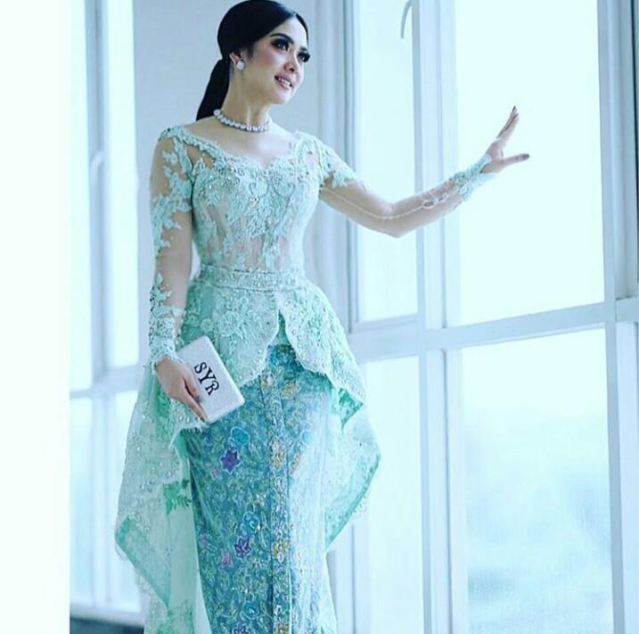 7 Desainer kondang Indonesia dan karya kebayanya, siapa favoritmu?