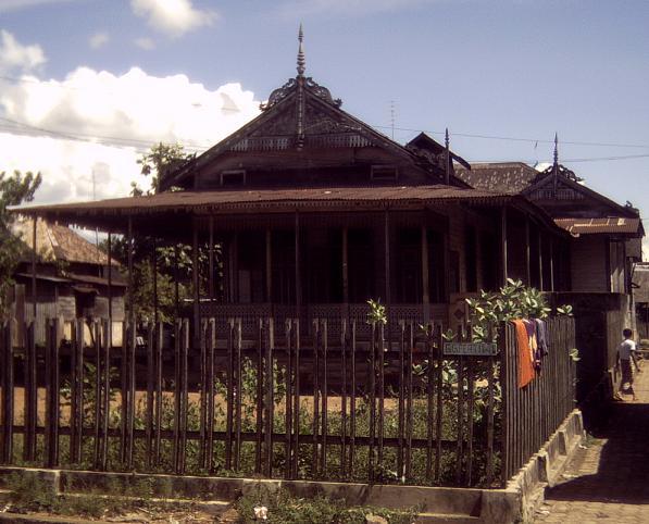 11 Ragam rumah adat Suku Banjar ini punya filosofi tersendiri