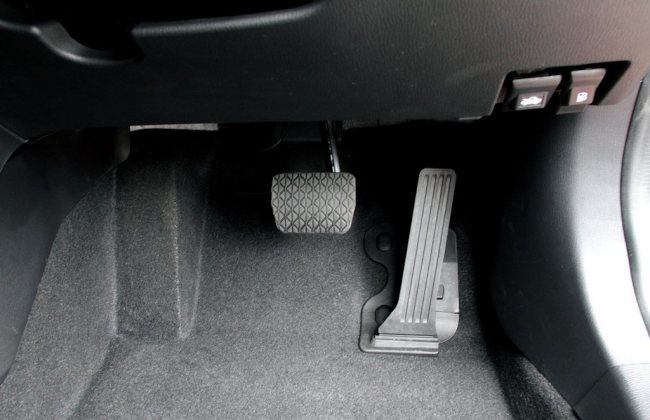 4 Tips agar tak kelihatan norak saat menaiki mobil keyless entry