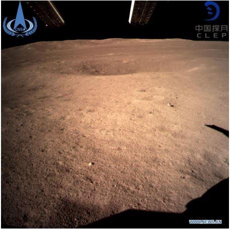 Foto pertama permukaan bulan paling jauh yang diambil Chang'e 4 Lander