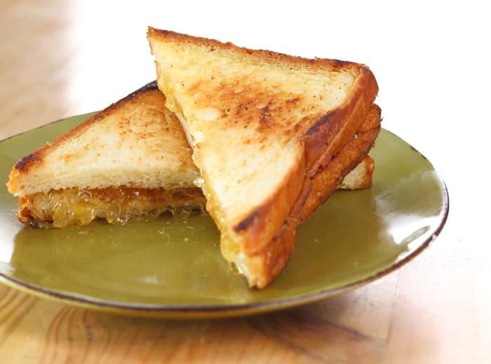 Roti bakar mentega