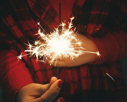 5 Kembang api ini aman dimainkan anak-anak menjelang Hari Raya