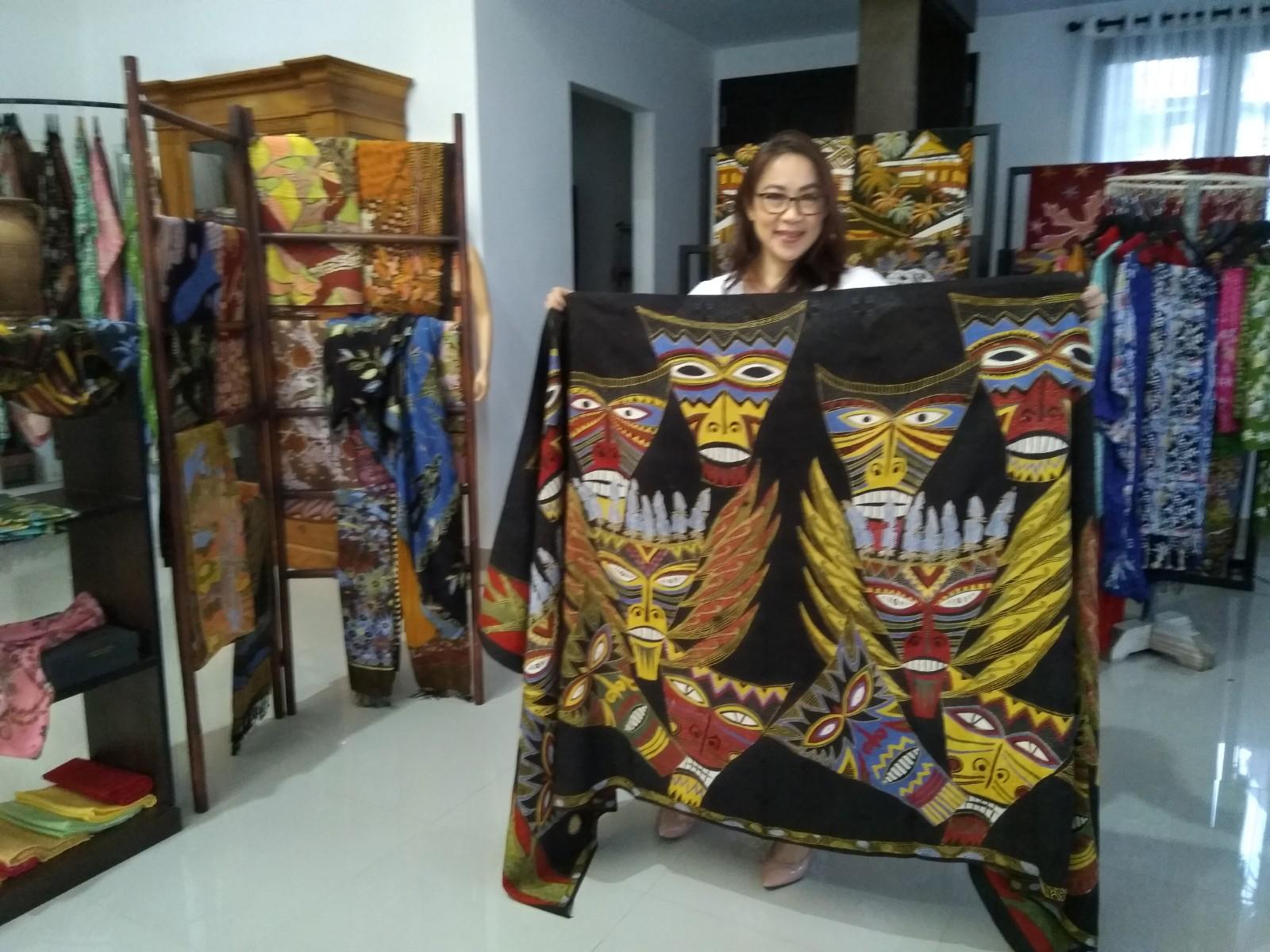 Batik Bercerita Motif Topeng Wolay