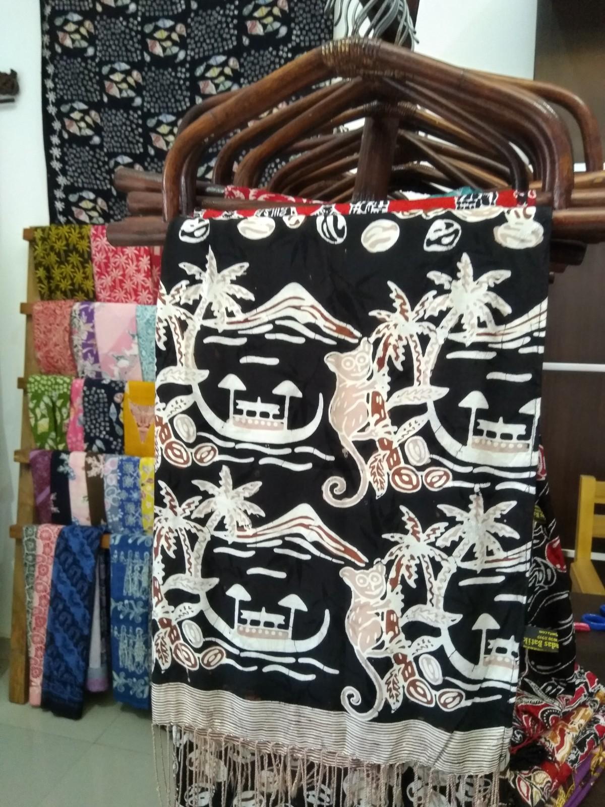 Batik Bercerita Motif Lembeh dan Tarsius