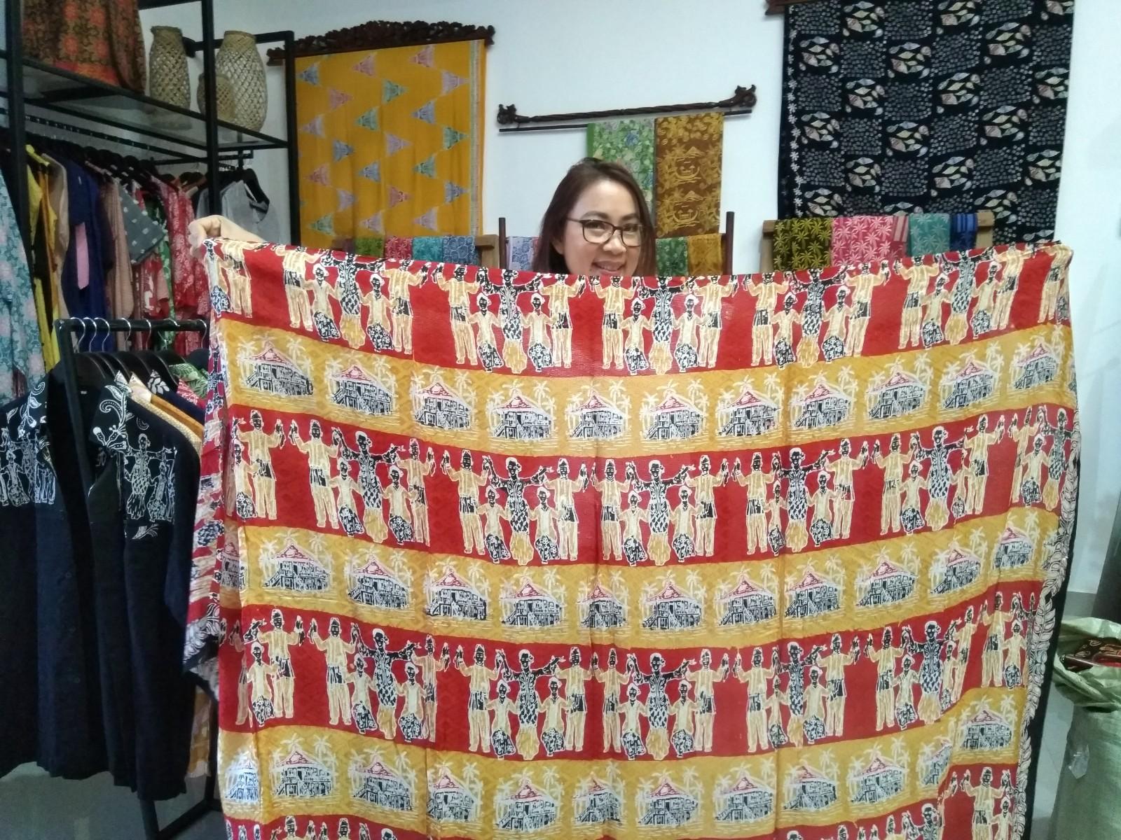 Batik Bercerita Motif Tari Maengket
