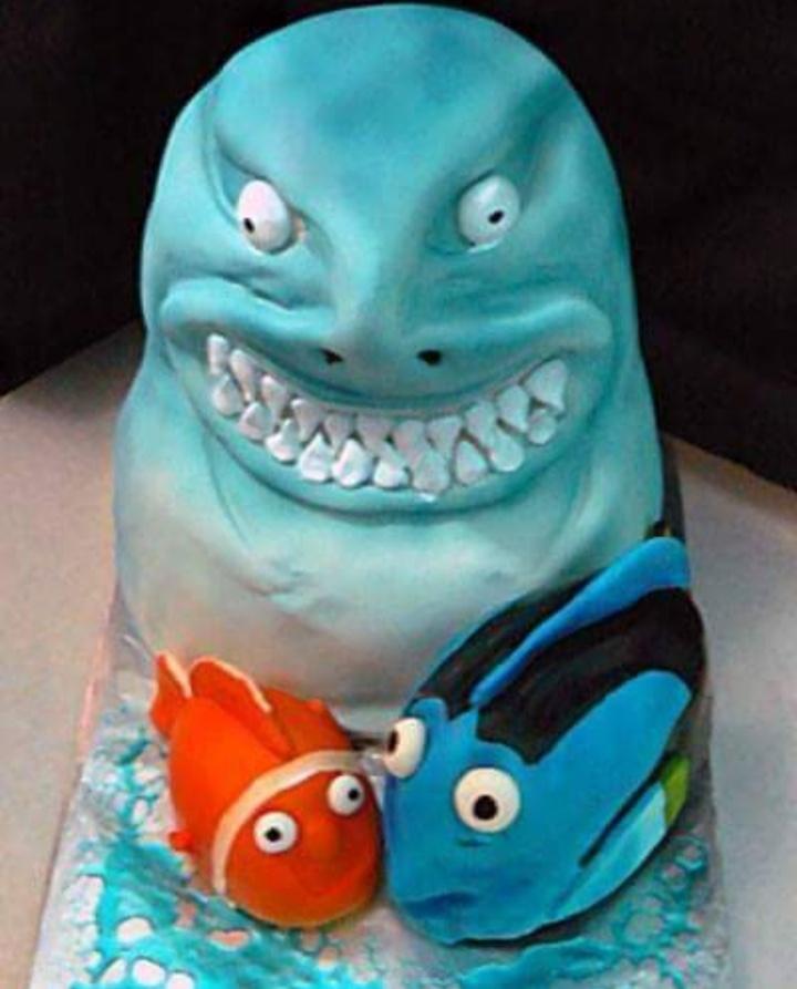 10 Kue ulang tahun ini gagal mirip dengan tokoh animasi, kocak abis
