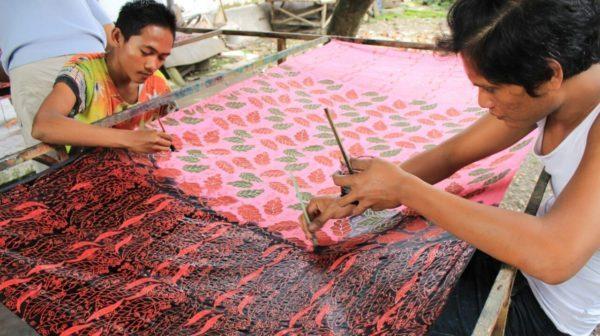 Perajin Batik Jember