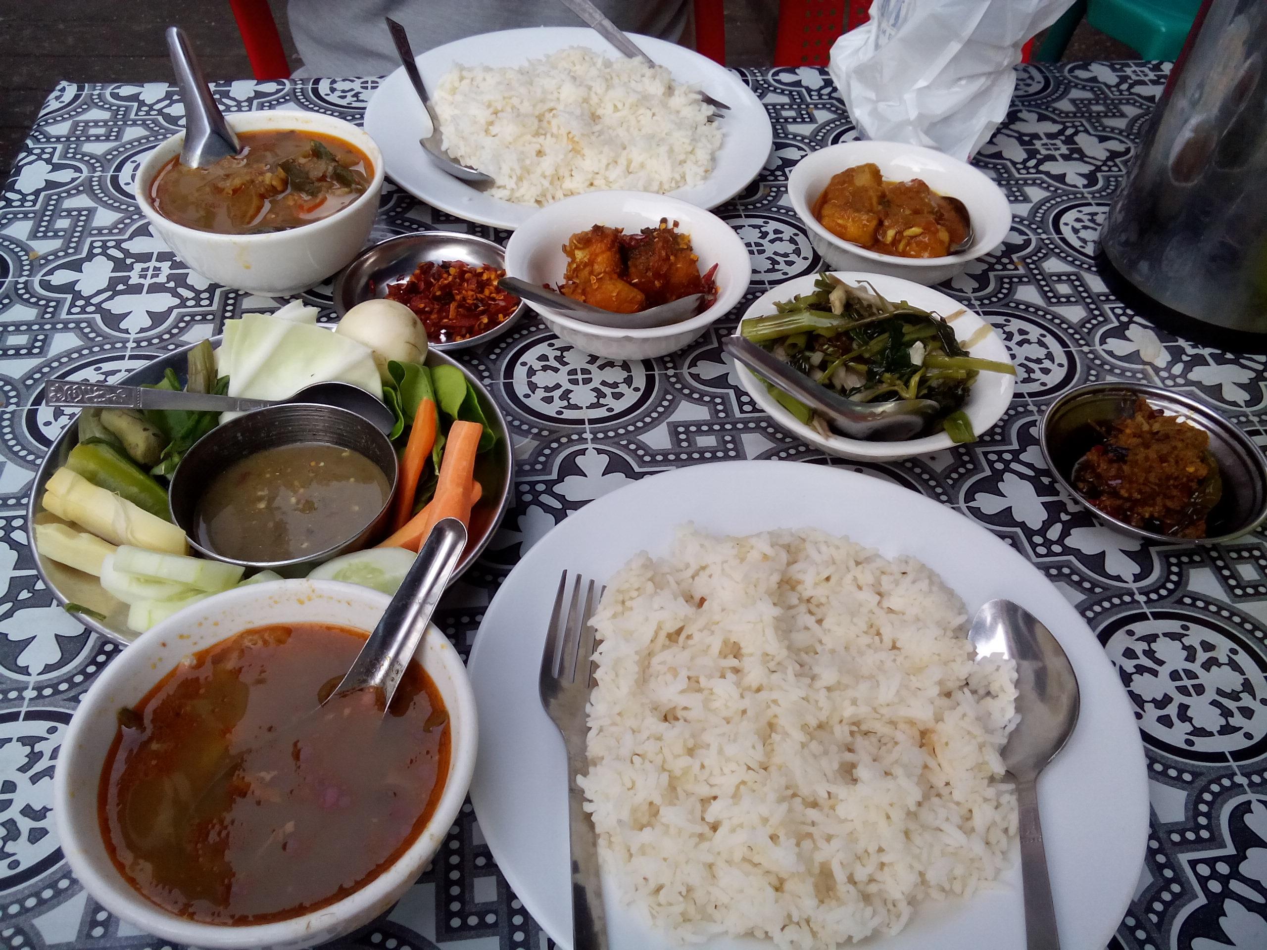 Makanan Myanmar. Foto : Dokumen Pribadi