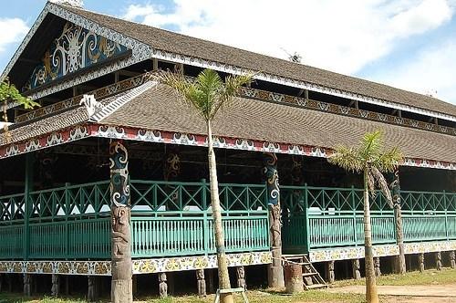 3 Keunikan Rumah Lamin Rumah Adat Kalimantan Timur