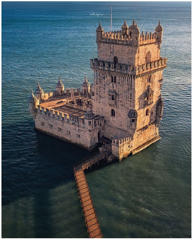 5 Kastil megah di Eropa ini bagaikan di negeri dongeng
