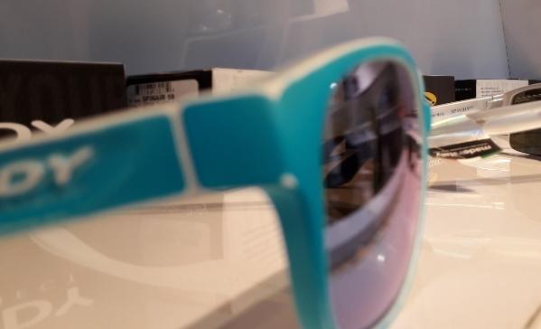 Biar tampil maksimal, perhatikan 4 faktor ini pas pilih kacamata hitam