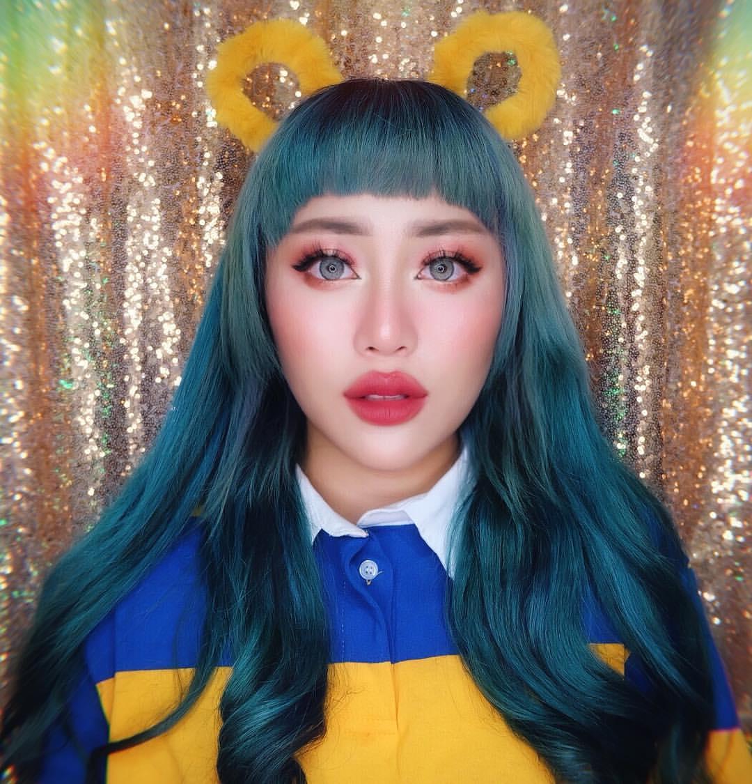 10 Potret Janine Intansari, influencer beralis dan rambut warna-warni