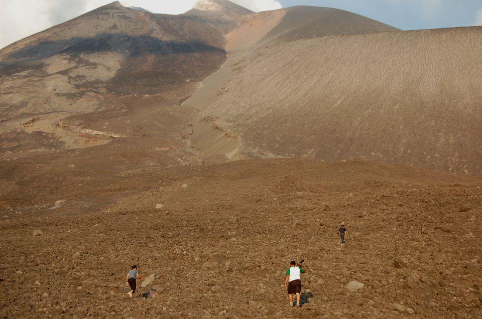 Kawasan ini mudah ditempuh dan berada sekitar 500 meter dari kaki gunung