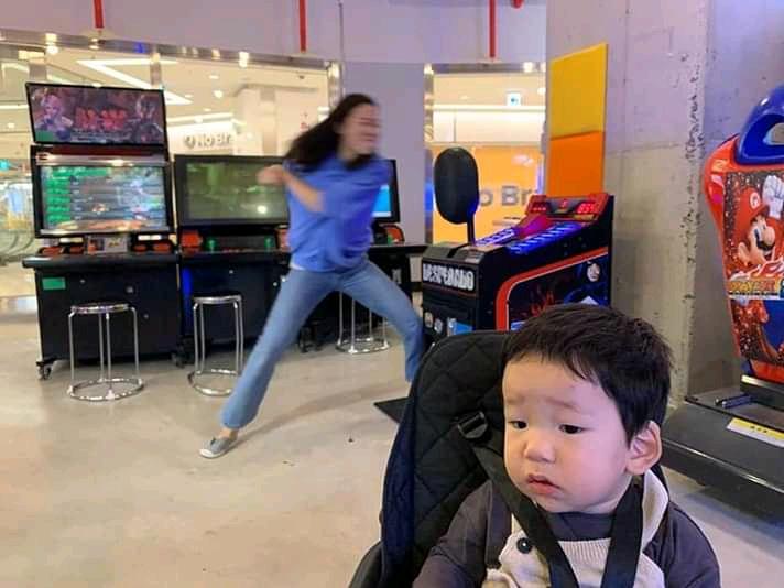 5 Aksi energik seorang ibu saat menikmati me time, seru banget