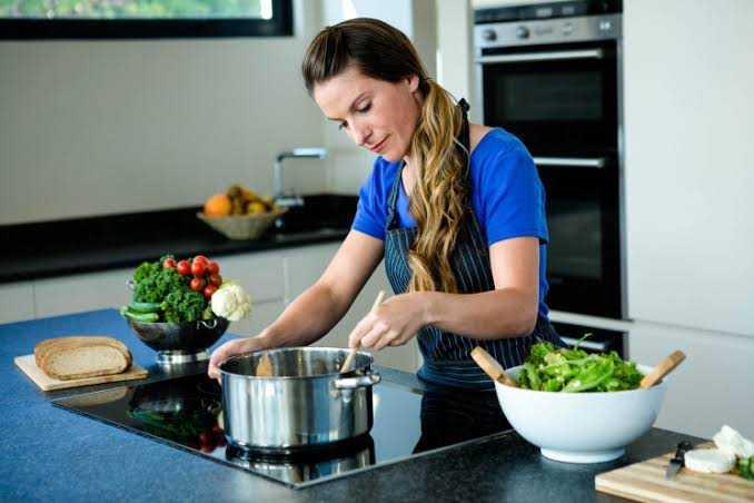 4 Manfaat positif gemar memasak yang perlu kamu tahu