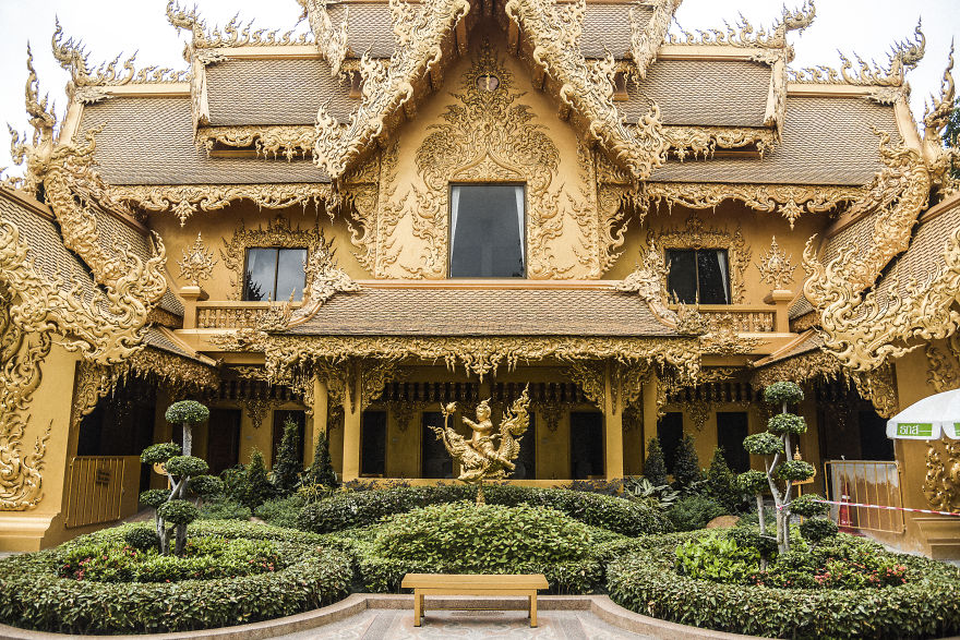 Source Image : www.boredpanda.com/wat-rong-khun-temple-photography-alex-kovacheva/