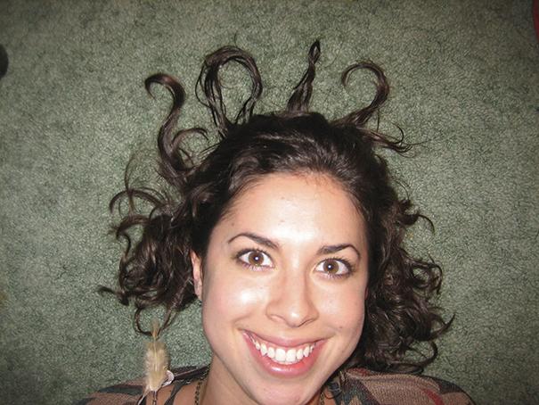 10 Foto wanita yang memperlihatkan rambut tahun baru selama satu dekade ini unik banget!