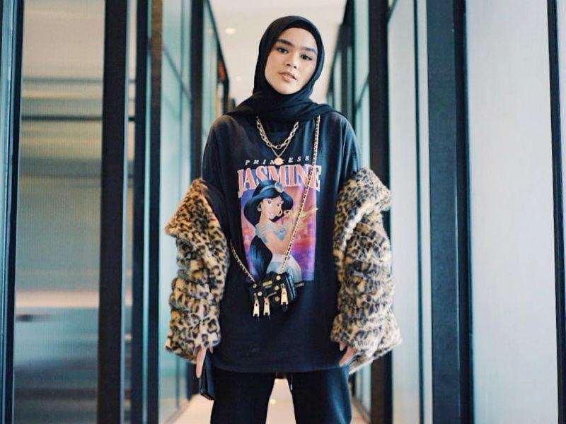 https://womantalk.com/fashion/articles/10-gaya-baju-hijab-sivia-azizah-eks-blink-yang-bisa-disontek-buat-dance-A0Wd5