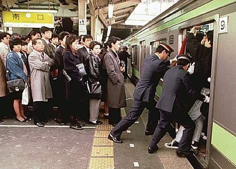 Budaya 'gila kerja' Jepang di tengah pandemi virus Corona