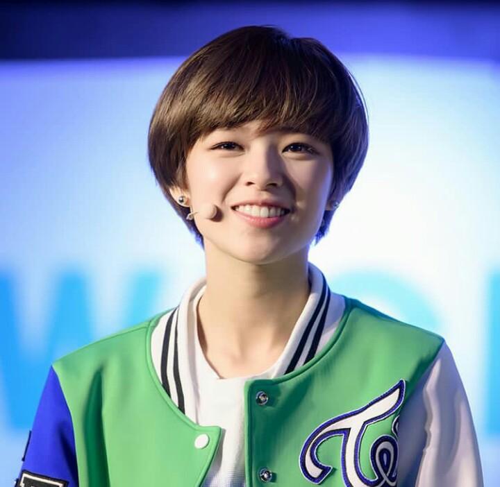 11 Inspirasi model rambut pendek ala seleb Korea, bikin ...