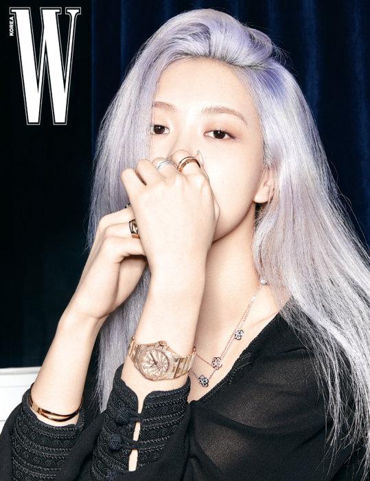 6 Potret Rose BLACKPINK tampil 'bareface' di majalah W Korea terbaru