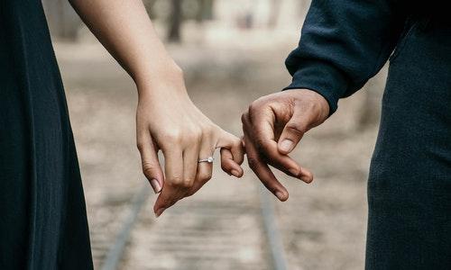 Pasangan berkomitmen