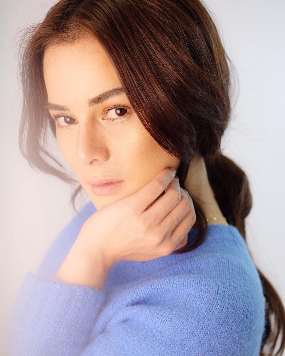 7 Pesona Astrid Tiar dengan make up natural yang bikin jatuh hati