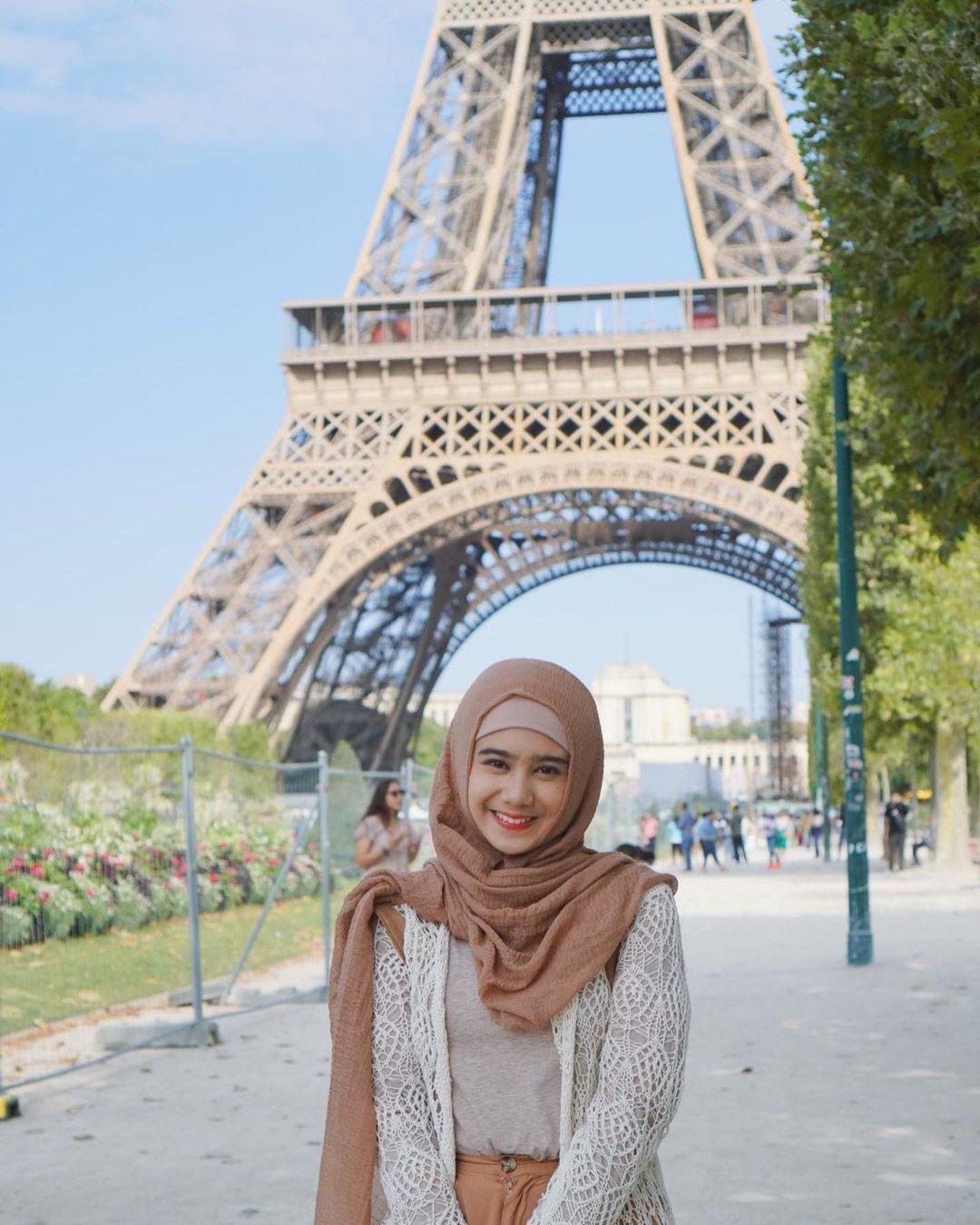 5 Potret Tissa Biani saat berjilbab, makin cantik dan menawan